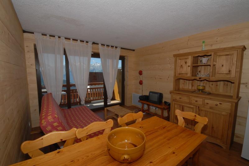one room studio in chalet milord alpe d 39 huez chalet amandine. Black Bedroom Furniture Sets. Home Design Ideas
